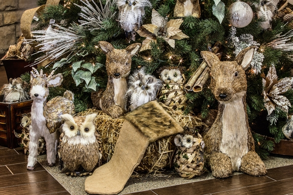 Christmas-Woodland-Scene-Hall-Lighting-and-Design